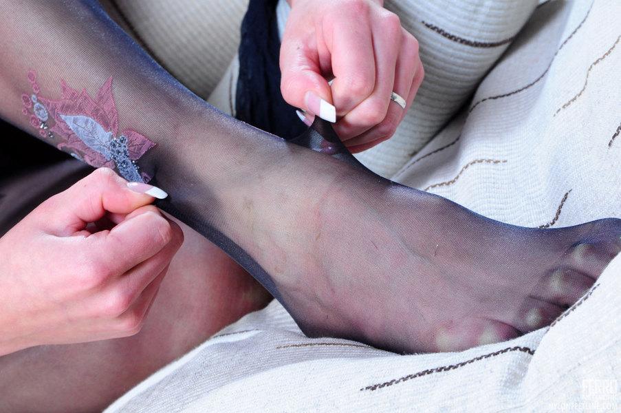 Hawt Nylon Feet Toes