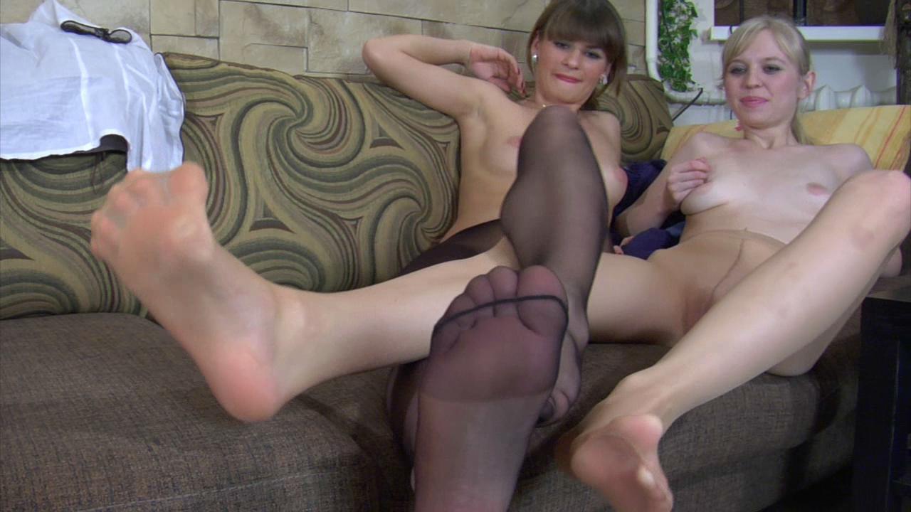Gloria & Paulina nylon feet action