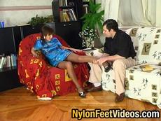 NylonFeetVideos :: Madeleine&Monty calza di nylon eccitata piedi azione
