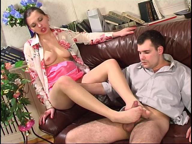 Laura & Monty nasty nylon feet action