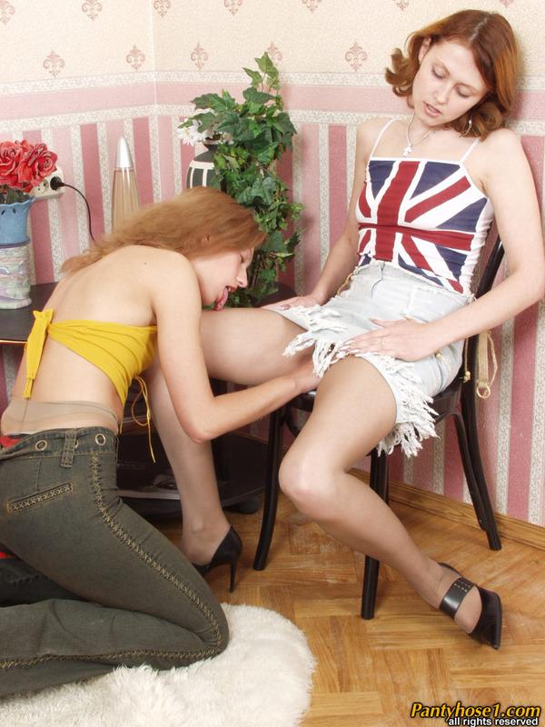 Naked girls kissing butt