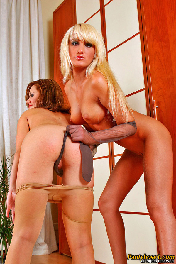 Galleries Lesbian Pantyhose Videos Extremely Seductive 51