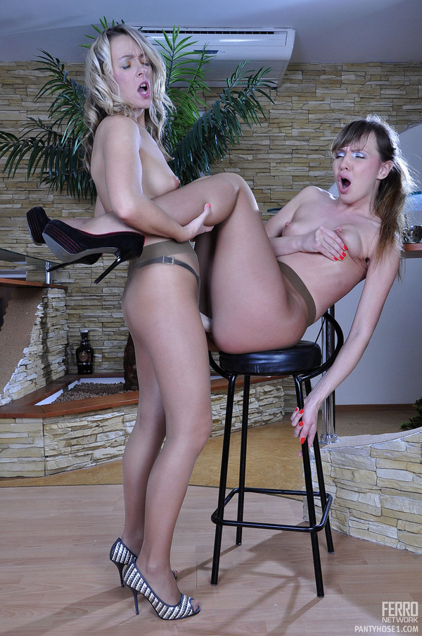 Another lesbian pantyhose