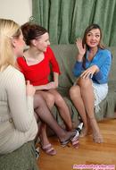 PantyhoseForLadies :: Sussana& Marion&Ada collant lesbica amante trio