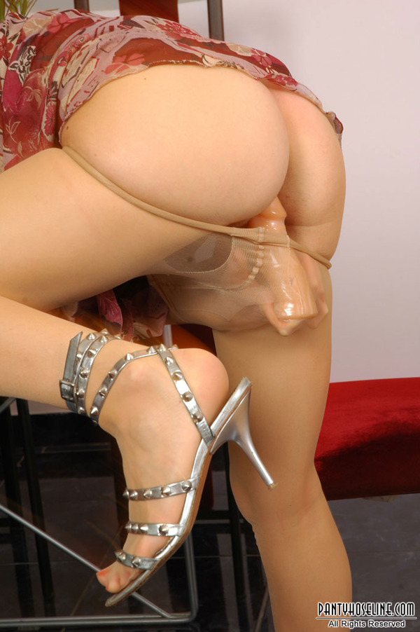 Els seen redhead dildo table want lick