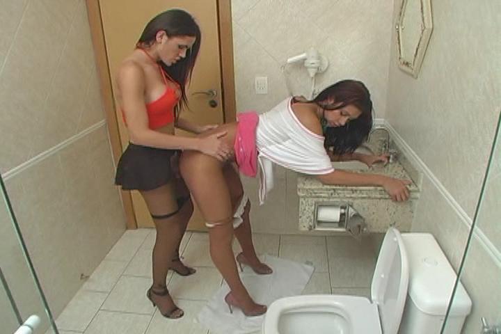 трансы в туалете фото