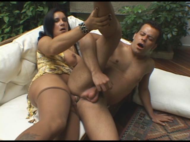 Aline & Sandro shemale fucks dude video