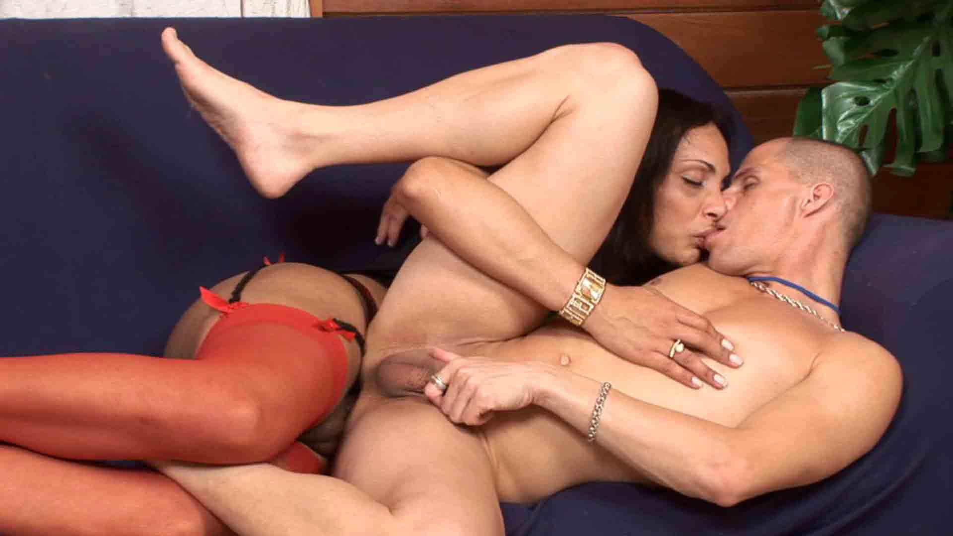 Bianca & Eduardo tranny fucks boy video