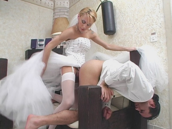 Mouth watering tranny bride fucks groom isso que