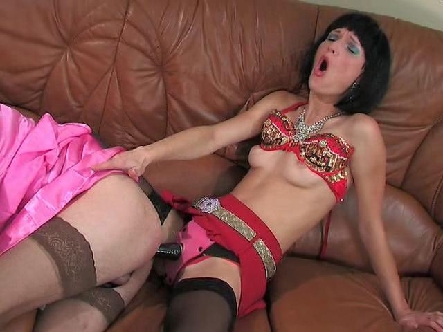 Emilia & Gilbert strapon sissysex movie