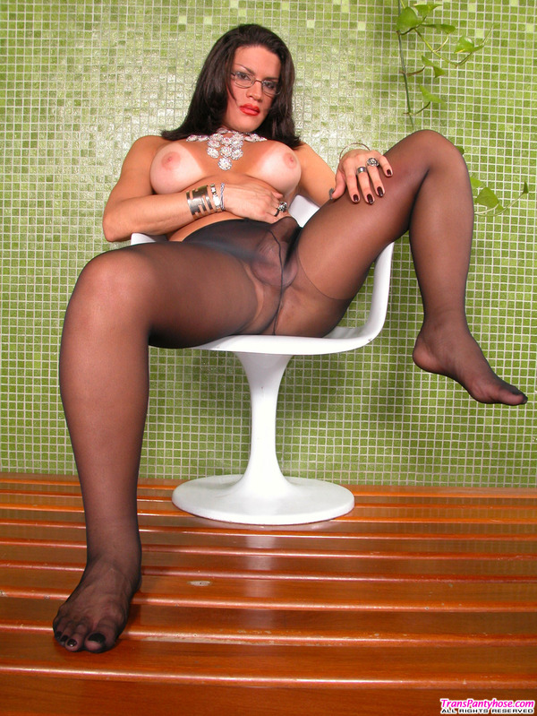 spreading legs Shemale her